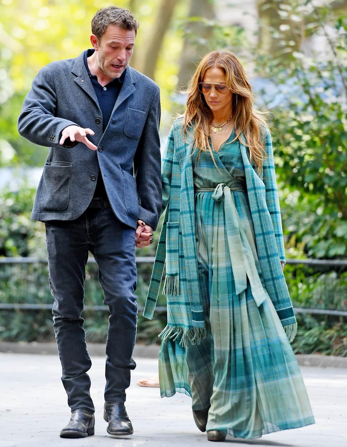 Jennifer Lopez and Ben Affleck sightseeing together in Madison Square Park