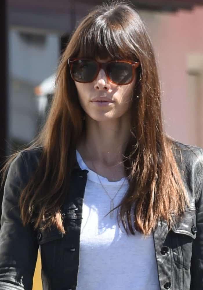 Jessica Biel does some shopping in casual attire in Los Angeles on March 2, 2017
