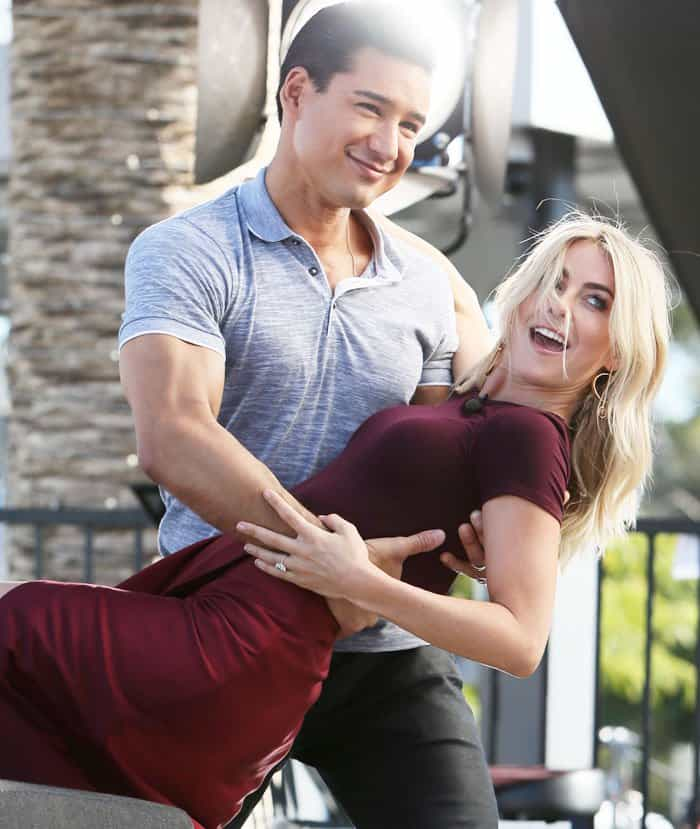 """Extra"" host Mario Lopez poses with Julianne"