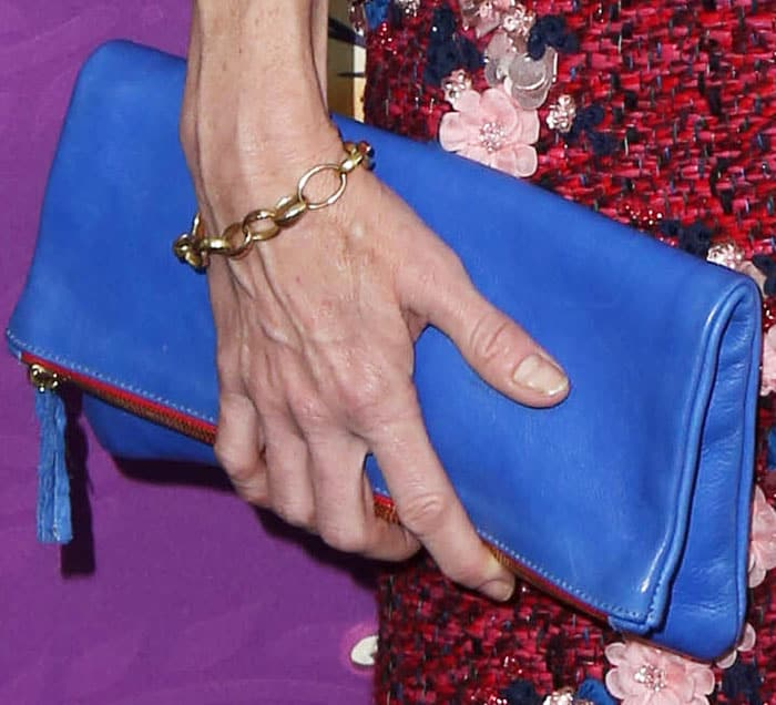 The actress matched her foldable leather clutch to her shoes
