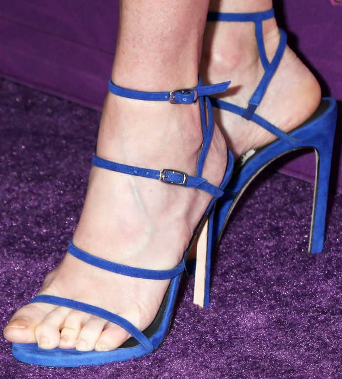 Julie added a little bit of sexiness to her look with the Stuart Weitzman Courtesong sandals