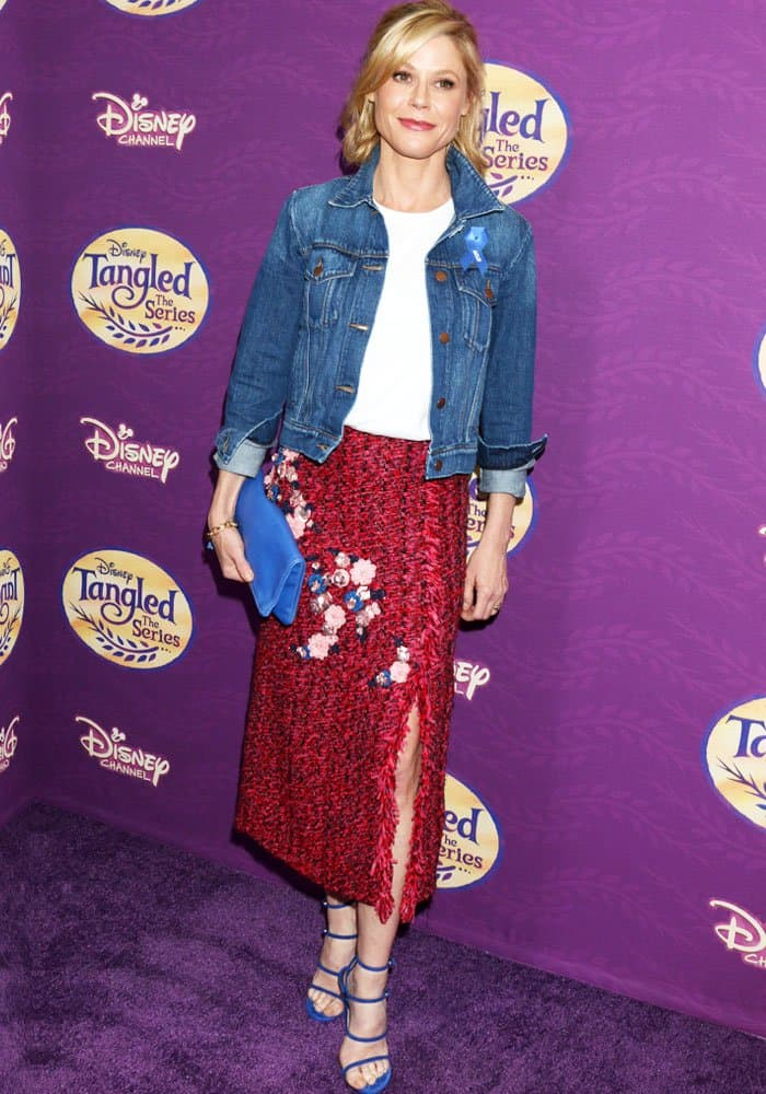 Julie kept things casual by toning down her look with a denim jacket
