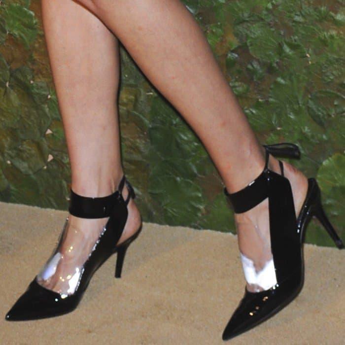 Karolina Kurkova showing off her sweaty feet