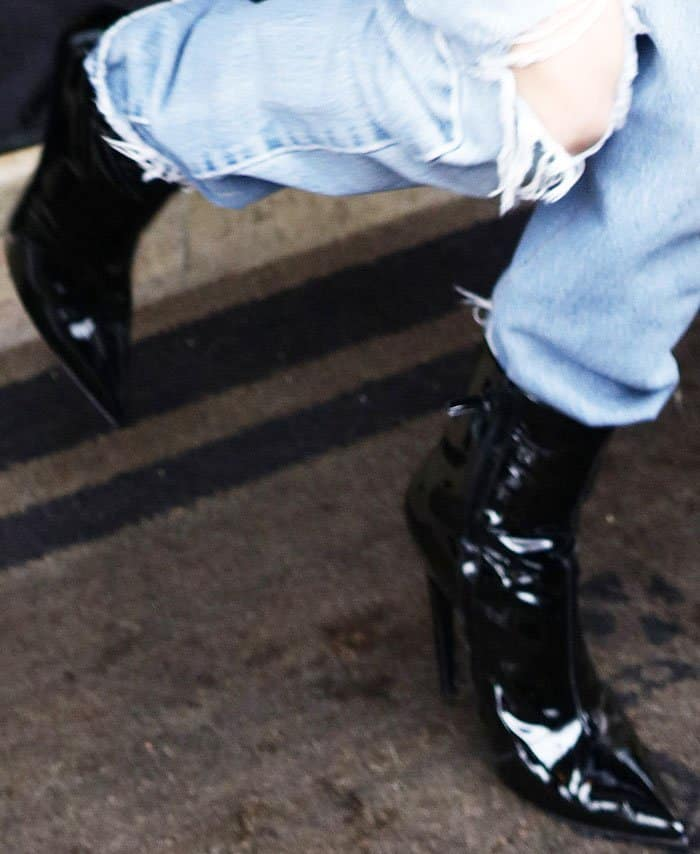Kendall dines out in a pair of pointed toe patent boots
