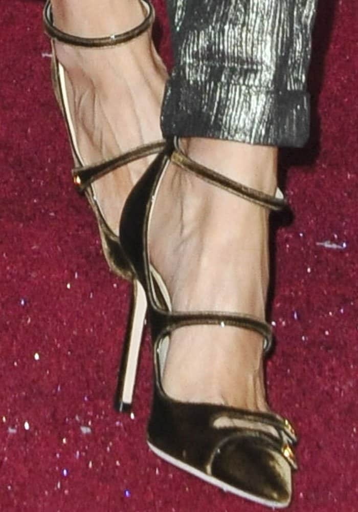 The stylish host mixed up her textures with a pair of velvet Jimmy Choo Lacey pumps
