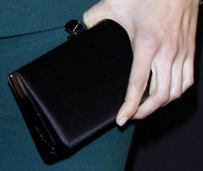 Mandy kept her styling simple with a satin rectangular clutch