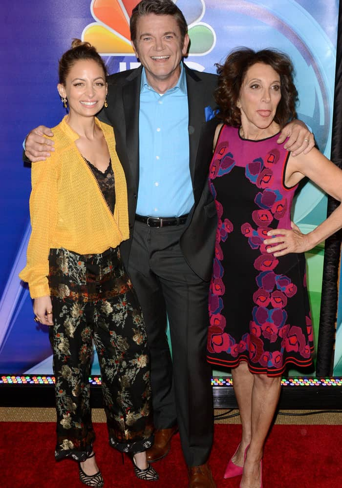 """Nicole poses with her """"Great News"""" co-stars, John Michael Higgins and Andrea Martin"""