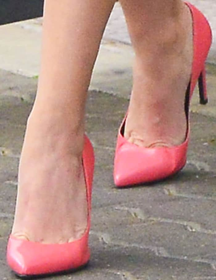 """Reese wears her Saint Laurent """"Paris"""" pumps for the second time in a span of a few days"""
