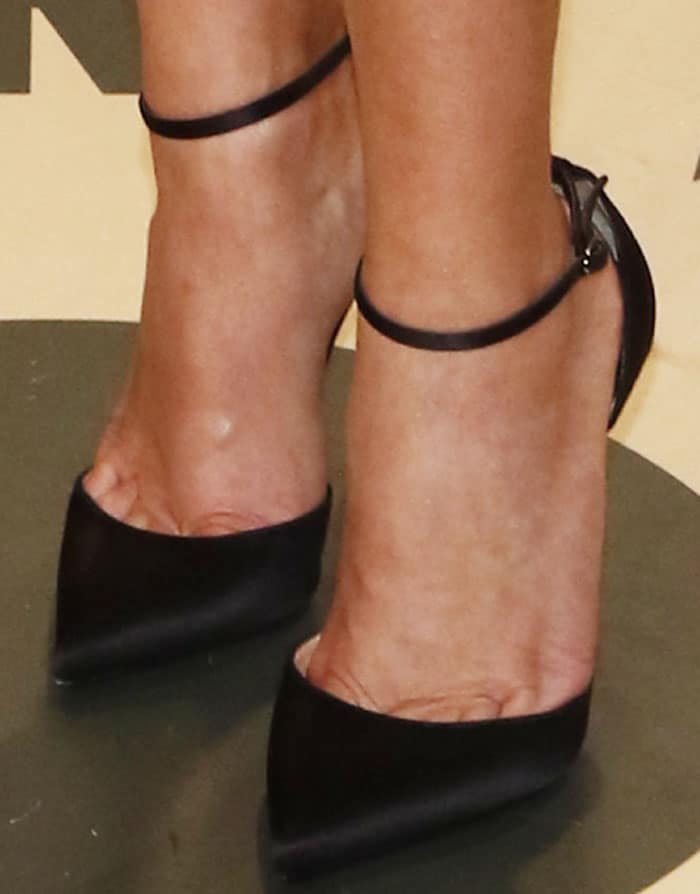Reese puts on a classic silhouette with the Christian Louboutin Uptown pumps