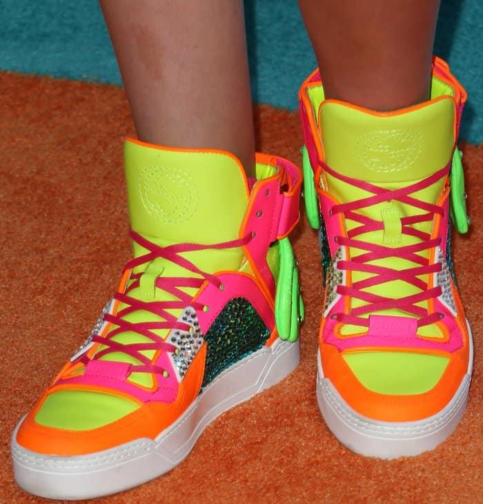 Jojo Siwa wearing multicolored sneakers at the 2017 Kids' Choice Awards