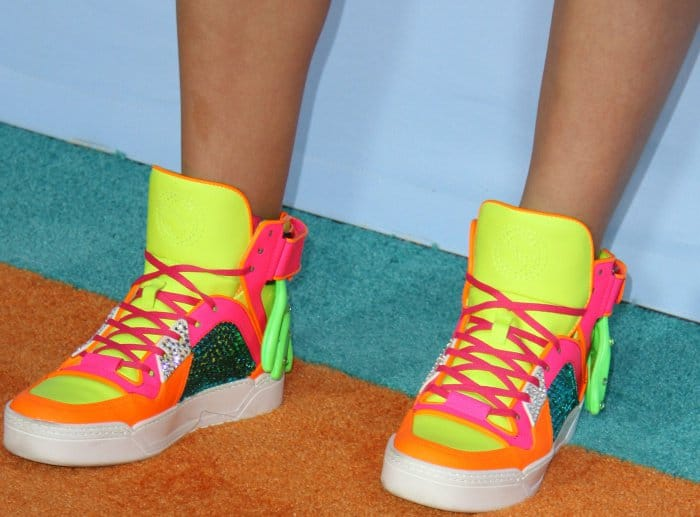 Jojo Siwa wearing multicolored sneakers at the 2017 Kids' Choice Awards