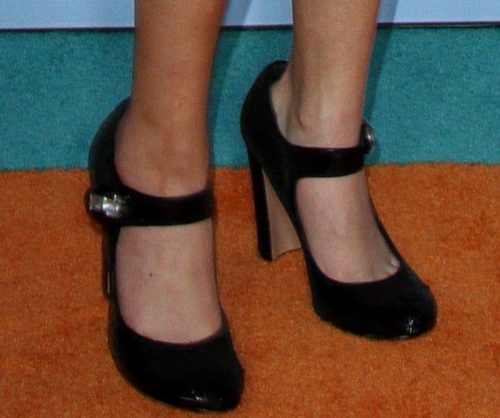 Miranda Cosgrove wearing Prada Mary Jane pumps at the 2017 Kids' Choice Awards