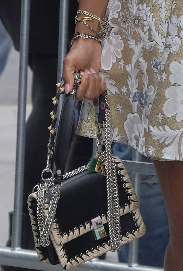 Kelly carrying a chain detail handbag from Fendi