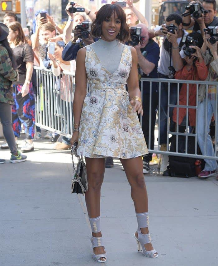 Kelly Rowland totinga chain detail handbag