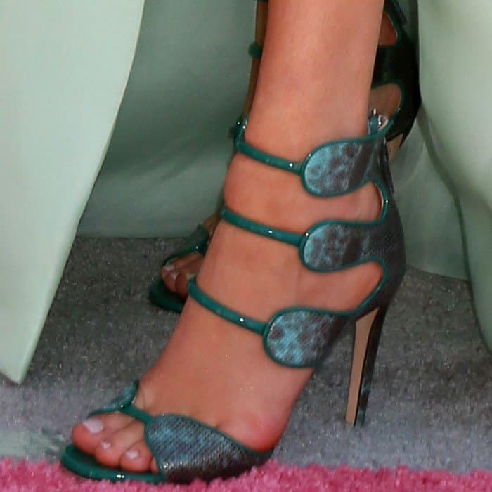 Kelsea Ballerini displays her pretty toes in green Chloe Gosselin 'Larkspur' heels