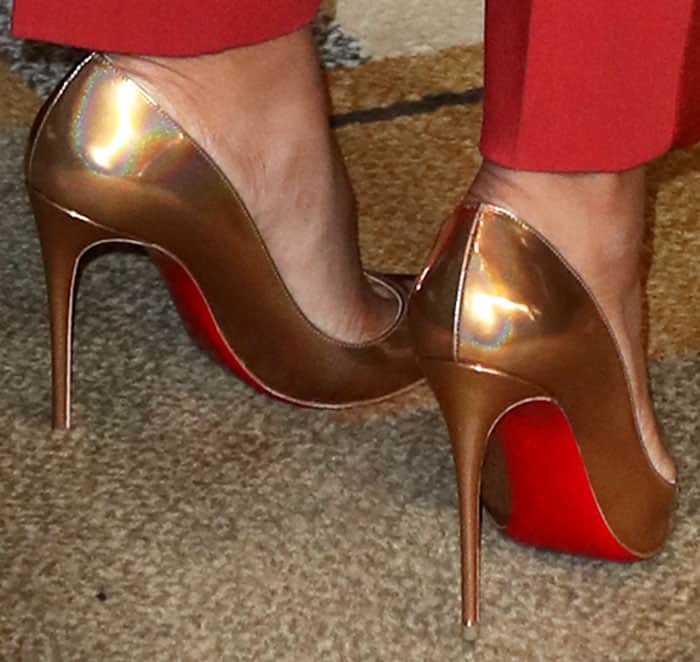 Kerry inserted a bold contrast into her look with a pair of Christian Louboutin So Kate pumps