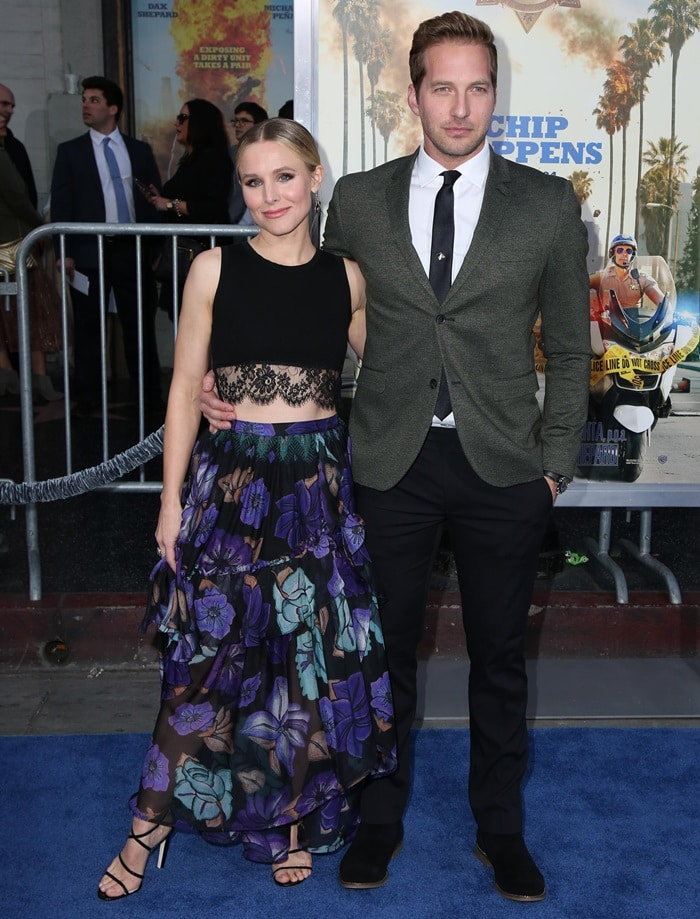 """Kristen Bell with Ryan Hansen at the premiere of """"Chips"""""""