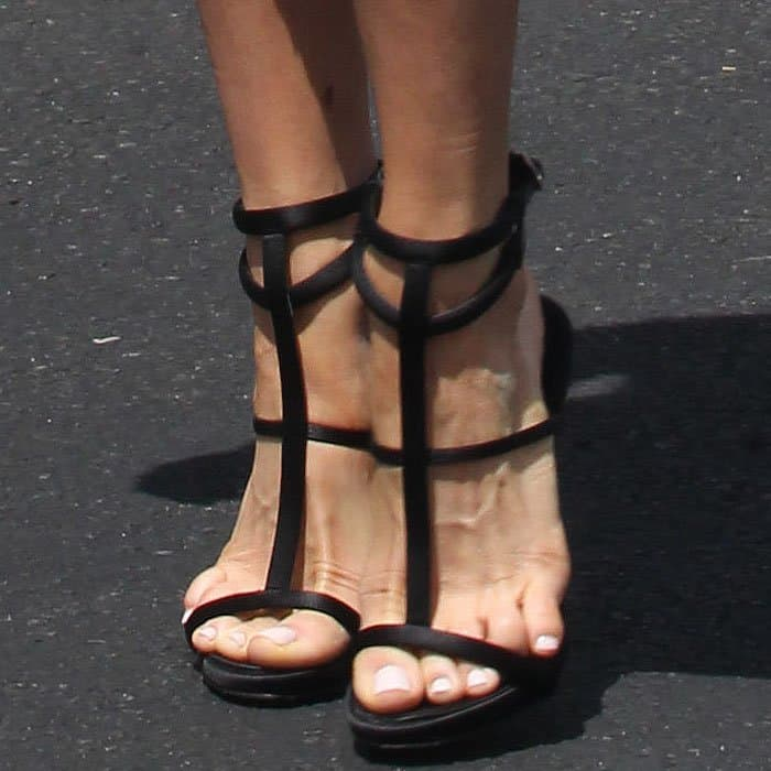 Kristin Cavallari showing off her feet in black sandals