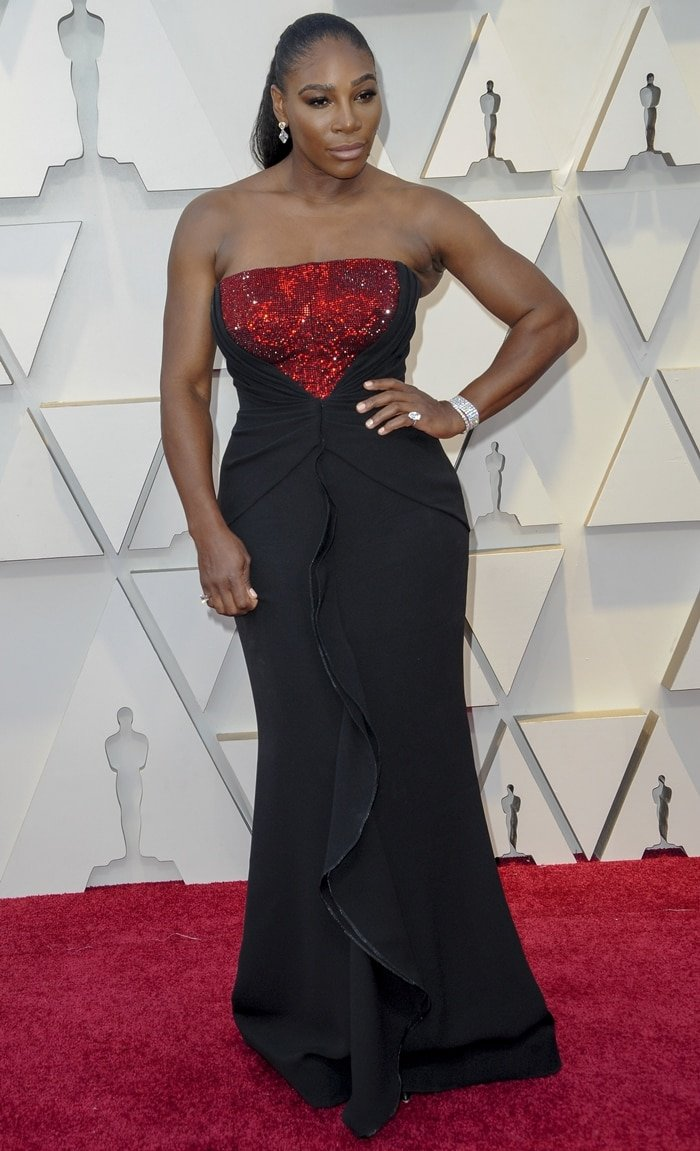 Serena Williams poses on the red carpet at the 2019 Academy Awards