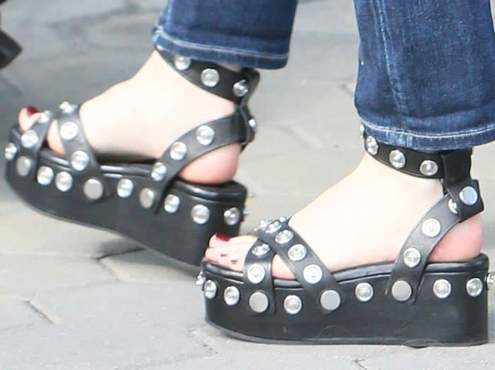 """Whitney recommends the Alexander Wang """"Sandrah"""" flatforms for pregnant women"""