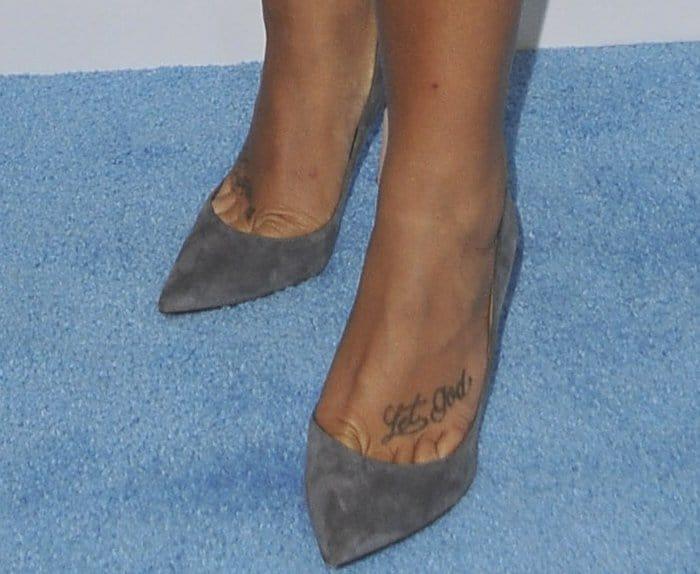 """Demi Lovato wearingGianvito Rossi """"Gianvito"""" suede pumps"""