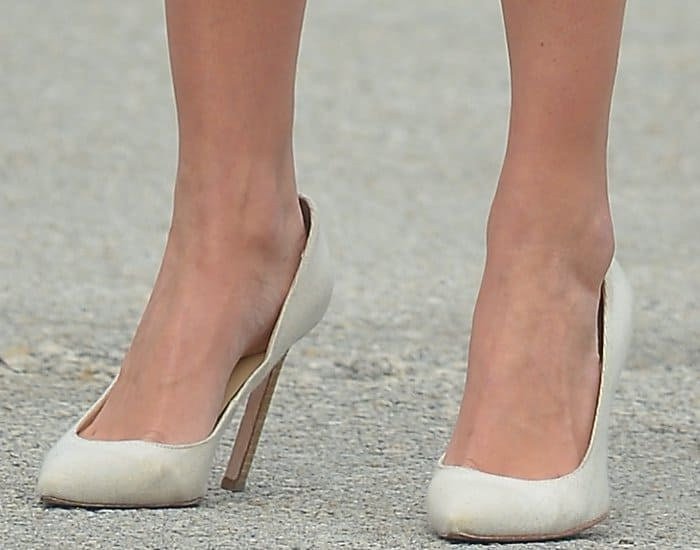 Ivanka Trump Chases After Children In Carra Pumps From