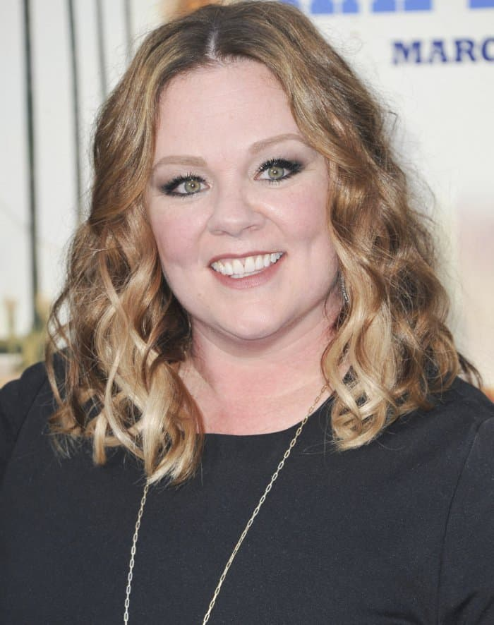 Melissa McCarthy kept her makeup simple with smoky eyes and nude lips