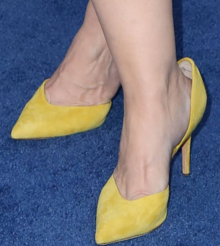 Melissa McCarthy wearing yellow suede pumps at the 'Chips' premiere