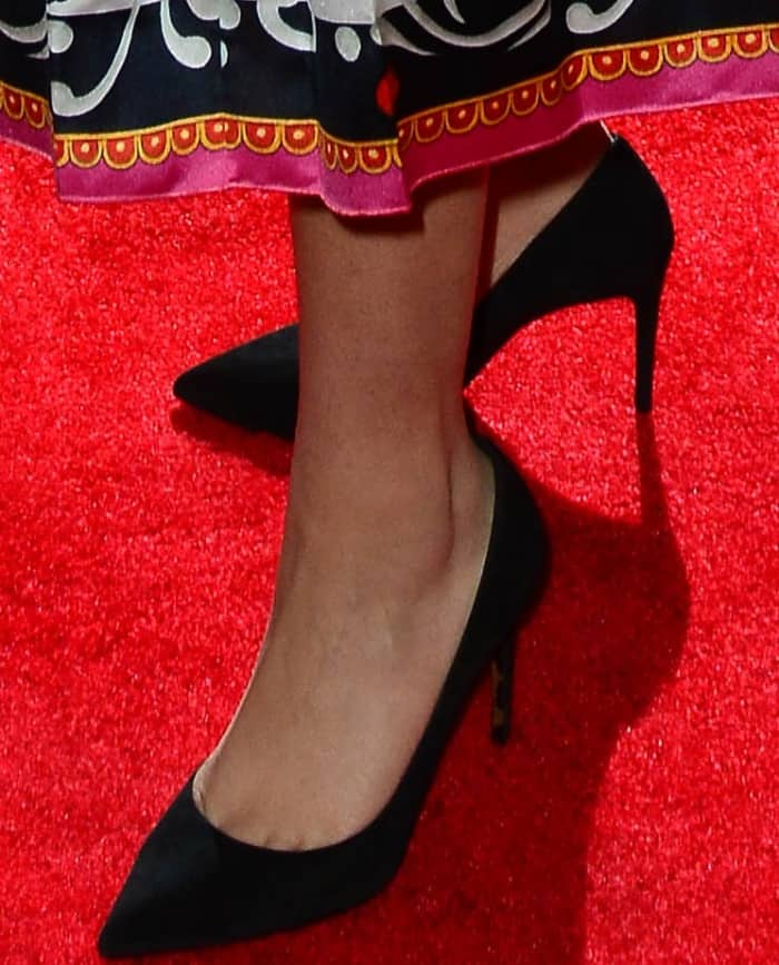 Zendaya's feet inblack pointy-toe pumps
