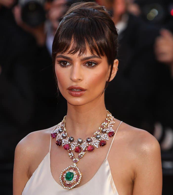 Emily Ratajkowski's statement necklace from Bulgari