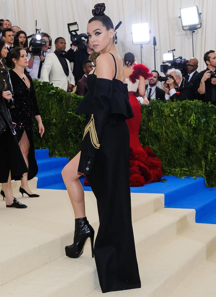Hailee Steinfeld honors Rei Kawakubo with a goth Vera Wang ensemble at the MET Gala on May 1, 2017 at the Metropolitan Museum of Art