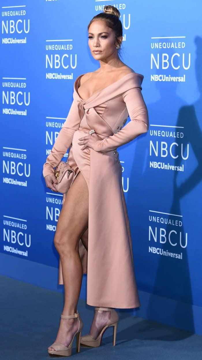 Jennifer Lopez completed the ladylike outfit with Christian Louboutin's 'Tuctopen' heels