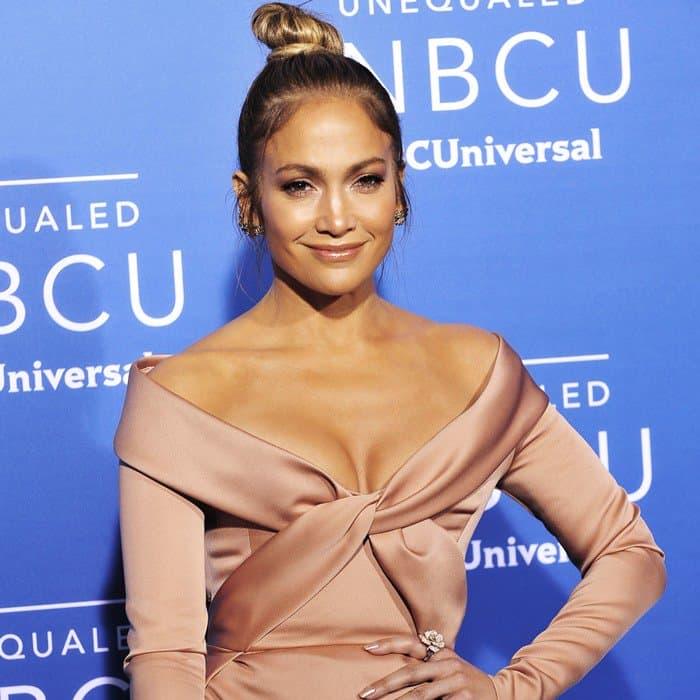 Jennifer Lopez'sLe Vian chocolate diamond flower ring