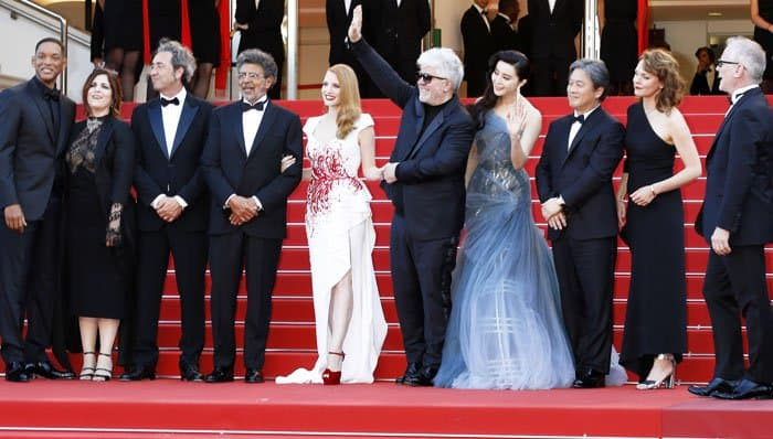 The actress poses with other members of the 2017 Cannes Film Festival jury