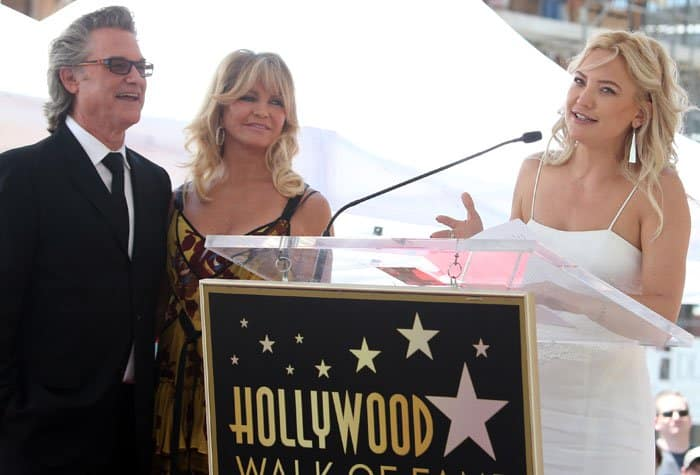 Kate gives a heartfelt speech to honor her parents, Goldie Hawn and Kurt Russell
