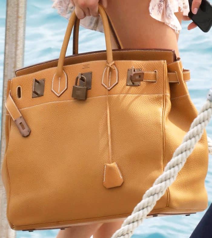 "Kendall puts her yacht essentials in an oversized Hermès ""Birkin"" tote"
