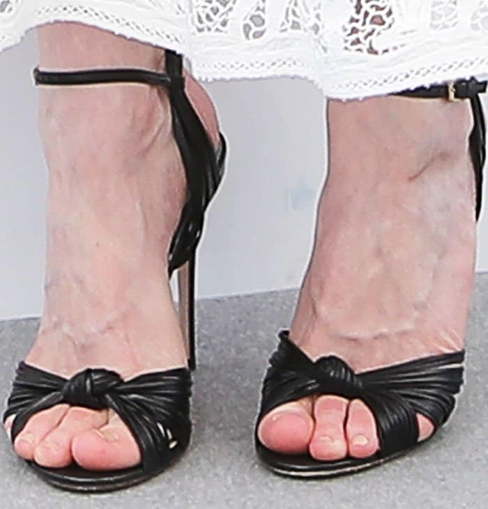 """Kirsten showed her love for iconic designers in a pair of Gucci """"Allie"""" sandals"""