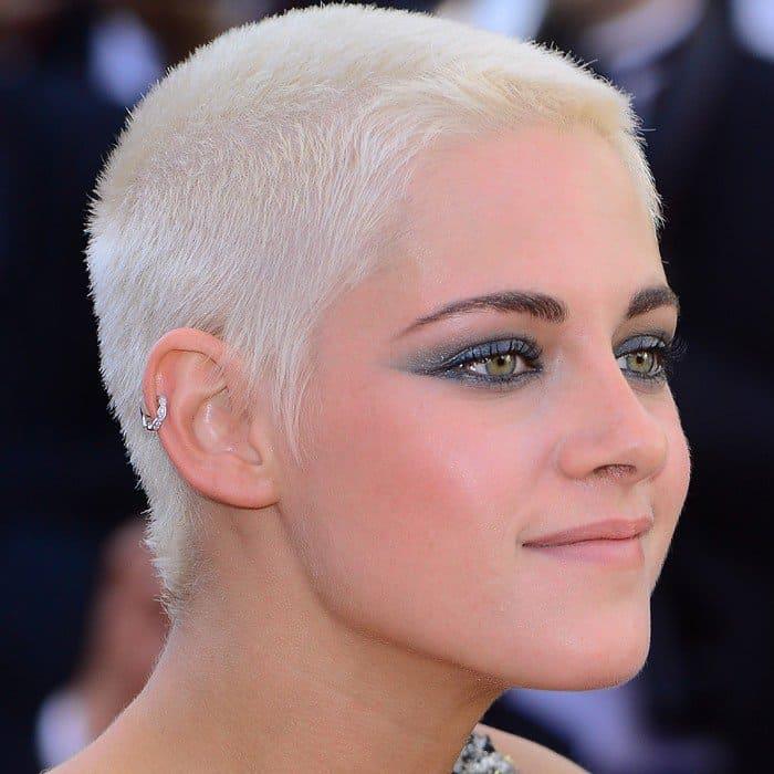 Kristen Stewart'sbleach blonde buzz