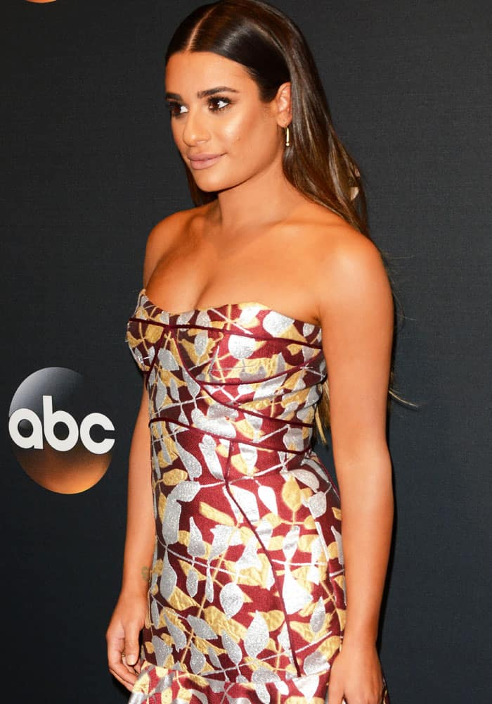 The actress showed off her tan and toned shoulders at ABC's upfronts