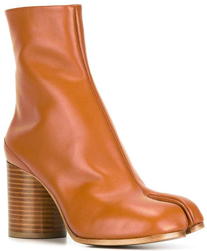 Maison Margiela 'Tabi' boots in tan leather