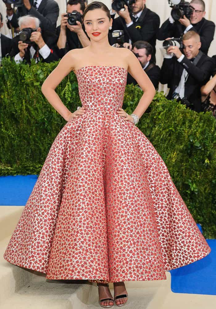 Miranda charmed the paparazzi in a strapless Oscar de la Renta gown