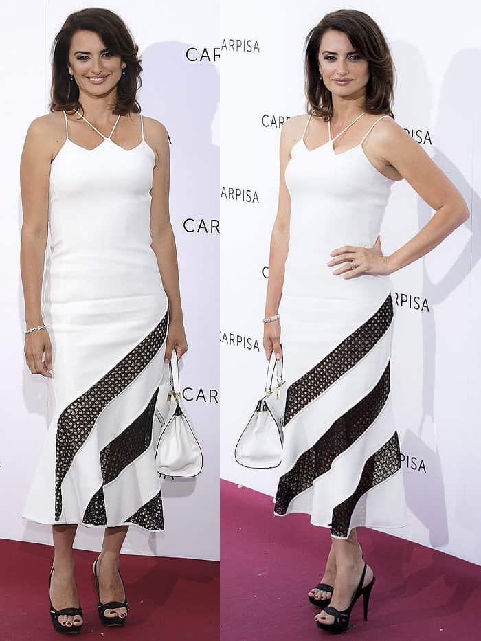 Penelope Cruz looked stunning in a white David Koma dress