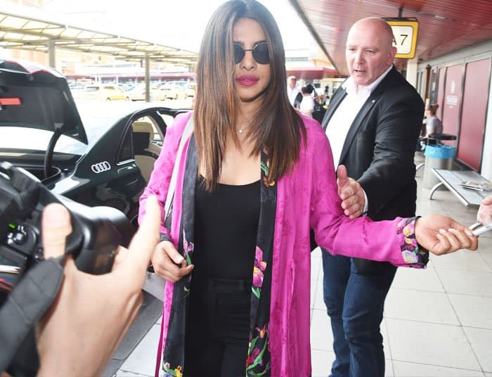 Priyanka stopped to sign some autographs for Berlin fans