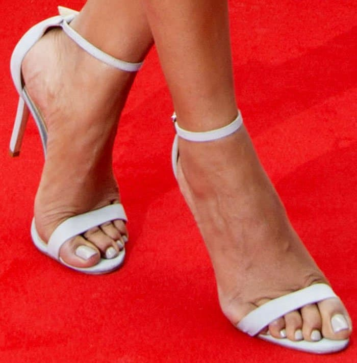 """The actress wears the Schutz """"Cadey Lee"""" sandals for the second time"""