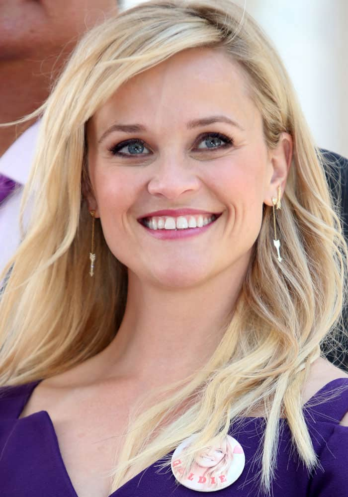 1ce909d81af Reese Witherspoon Appears Starstruck in Purple Dress and  Choca  Sandals