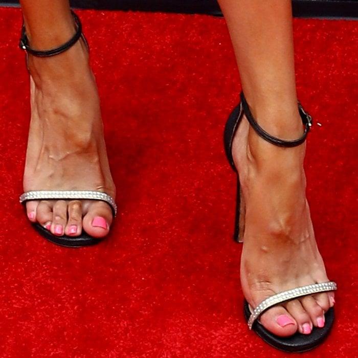 Sibley Scoles showed off her feet in sexy high heels