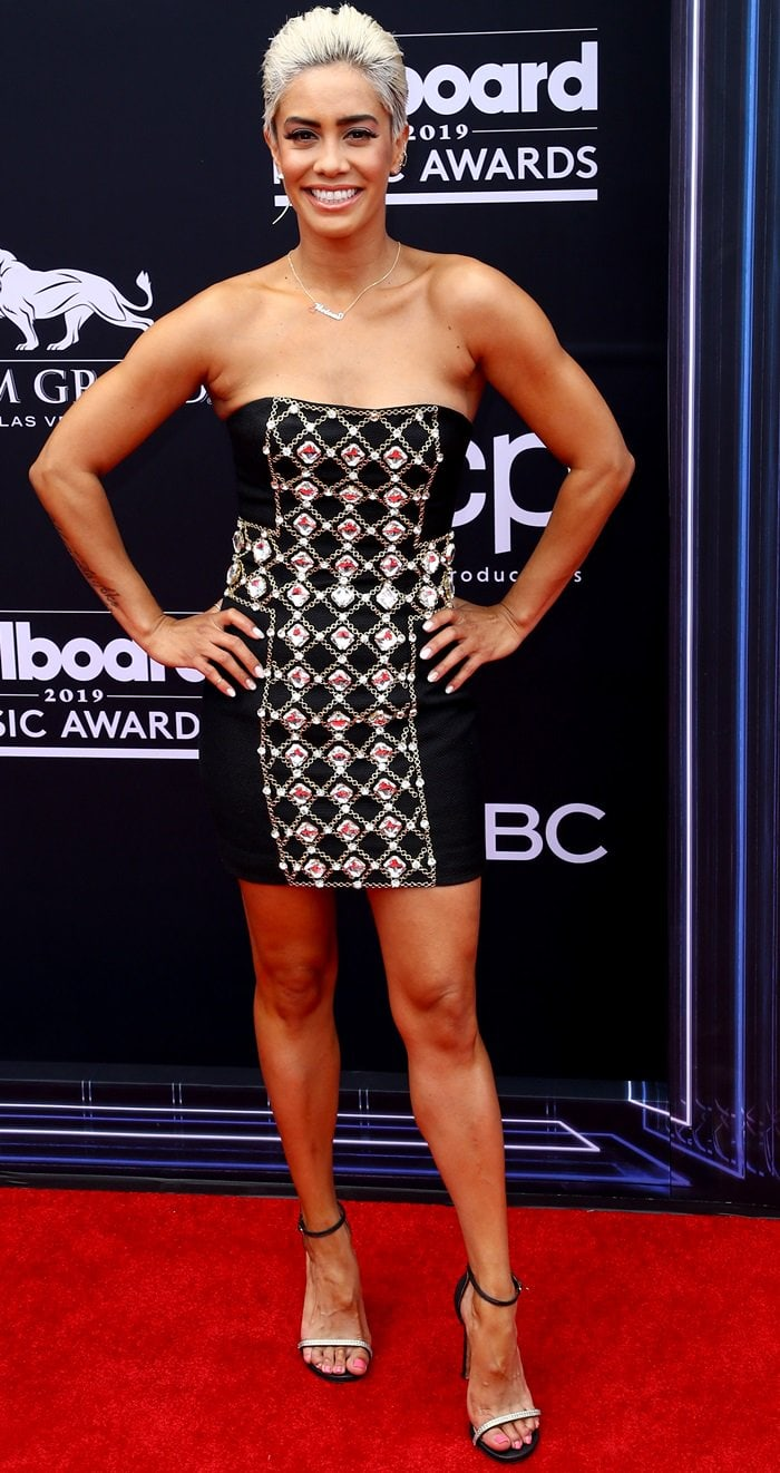 Sibley Scoles flaunted her slender legs at the 2019 Billboard Music Awards