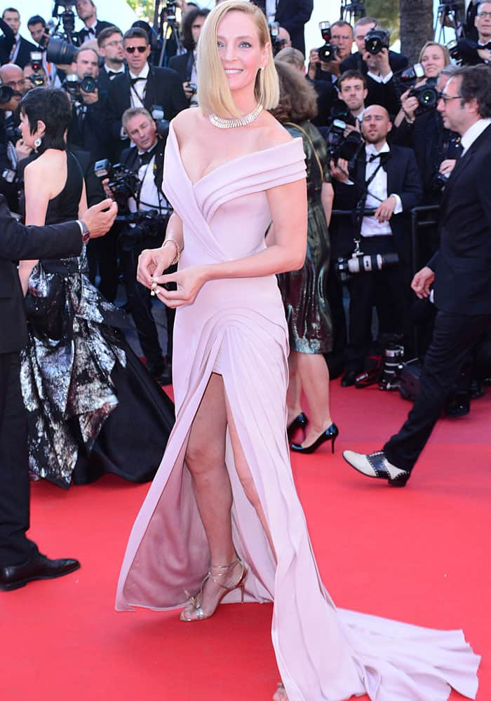 Uma shows off her curvaceous figure in her dusty pink gown