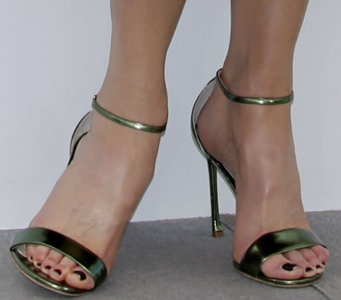 """Nicole Kidman wearing Dior metallic green ankle-strap sandals at """"The Killing of a Sacred Deer"""" photocall during the 70th annual Cannes Film Festival"""