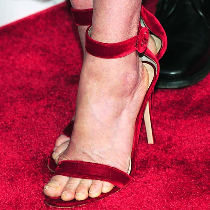 """The actress rides summer in a pair of red velvet Gianvito Rossi """"Portofino"""" sandals"""
